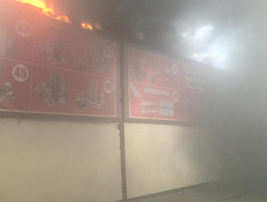 В Атырау горит рынок