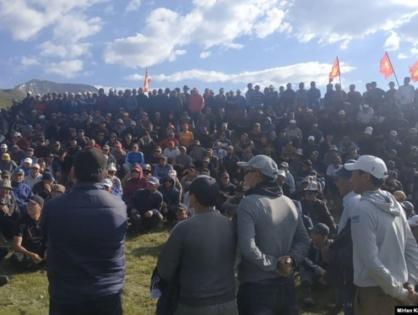 Более 300 кыргызстанцев вышли на митинг против деятельности китайской компании