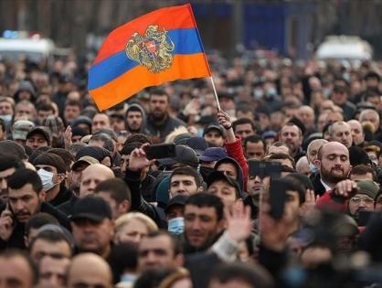 Разгром Армении в 44-дневной войне столкнул армию лицом к лицу с премьером Пашиняном
