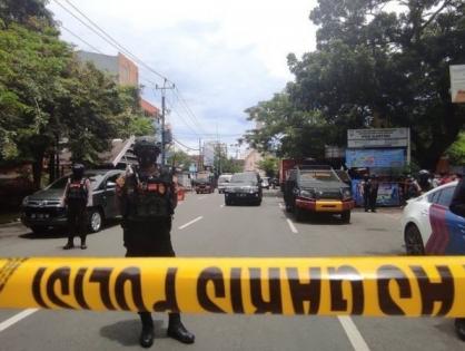 Террорист-смертник устроил взрыв у католической церкви в Индонезии.