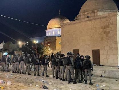"""Полиция Израиля напала на верующих в мечети """"Аль-Акса"""""""
