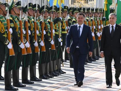 В Ашхабаде состоялась церемония официальной встречи Жапарова и Бердымухамедова. Фото